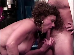 old floozy acquires her cunt licked by younger boy