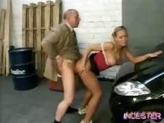 dad drilled sexy daughter in garage